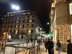 フィレンツェに戻ってきたのは、もう夜の7時くらいだったと思います。 帰りのバスは爆睡で、気づいたらフィレンツェだったので、瞬間移動したような感覚でした。 ホテルに行く前に、駅の近くで夕飯を取ることにしました。