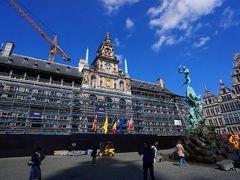 ルネッサンス建築の市庁舎。その鐘楼は世界遺産にも登録されています。