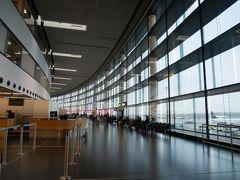 空港にはちょうど30分で到着。 まずはチェックインカウンターへ。 どこか分からずウロウロしていると空港の係員さんが「ANAはあっちだよ」と教えてくれた。