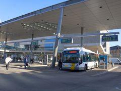 駅前のターミナル。バスとトラムの発着場所です。
