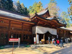 「穂高神社」: 日本アルプスの総鎮守、交通安全、産業安全の守り神として広く信仰されている神社。
