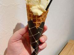 結局、卵バニラのアイスにしました。 めっちゃ濃厚で美味しかったです! 大満足です。