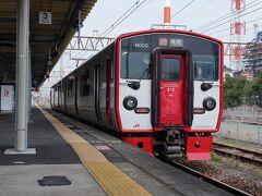 日奈久温泉駅から乗った列車を八代駅で下車。 ここからは、JR線に乗り換える。 ホームでは、10:06発の鳥栖行きの区間快速が発車を待っていた。