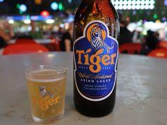 夕食はホテル(ブルーマンション)となりのフードコート「レッドガーデン」で。ビールは18MYRと高め。