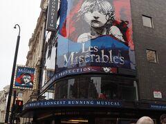 ソンドハイム劇場にきました。 この日は土曜日だったので昼間の上映があります。 ※平日はどのミュージカルも基本夜のみ