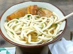 本部に行ってみたかった沖縄そばの店があり、訪問。 本部町営市場のところに駐車し、きしもと食堂に向かいました。 肉が柔らかく、スープも優しい味。とても美味でした。