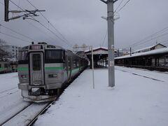 予定より一本遅れてしまったものの、快速で札幌に戻ります。 冬の鉄道の旅もなかなかいいです。