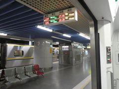 基隆駅から 電車に乗ります。