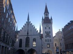 旧市庁舎が見えます。