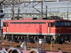西条駅から乗車してきたが・・・天神川駅のホームからEF67が見えたので思わず下車する。下りホームからEF67102。EF65からの改造車。 セノハチの現在の主力はEF210-300台の機関車、少し前まではEF67が使用されていた。 今も少ないながらも使用されているが、走行中の様子を撮影するのは極めて難しい。 これが最後になるかも・・・ 天神川駅は広島貨物ターミナル駅に併設するような駅で、上下線が別々のホームになっている。2004年の開業、みどりの窓口もある。
