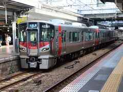 広島地区のJRの電車はみな同じ227系になってしまった。利用者は新しい電車で不満はないかもしれないが・・・やはり、少しは変化も欲しいなあ~ 天神川駅から乗車した電車は可部線に乗り入れる電車だったので、広島駅で乗り換える。