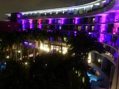 夜のホテル。