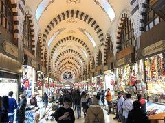 スレイマニエ・モスクを出てお買い物タイムです。 まずはすぐ近くのエジプシャンバザールに来ました。