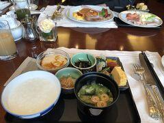 2日目 帝国ホテルで朝食 バイキングはついつい食べ過ぎてしまいますw まずは、おかゆと和食をチョイス