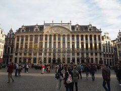 広場東側は、ブラバン公爵の館が一面占有。 地下にはレストラン、上階にはホテル(レジデンス ル キャンズ グラン プラス ブリュッセル)があるそうで、グラン・プラス特等席ってやつですね。価格みたけど十分手の届く範囲でした。
