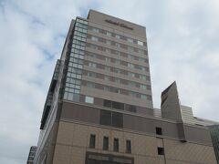 ホテル オークラ福岡 につきました。外観です。