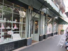 有名洋菓子店前通過