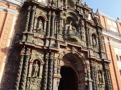 治安に注意とあってもラ・ウニオン通りを歩いてきたのは、ラ・メルセー教会に来たかったから。 16世紀に建てられた教会で、ファサードには精緻な彫刻がなされています。この外観を見るだけでも価値がある!