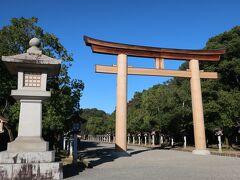 2日目は明日香村を自転車でまわる予定、天気がよくて良かったです。  自転車をレンタルする前に、橿原神宮へ。