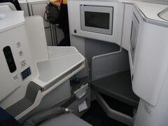 上手く撮れなかったですがビジネスクラスの座席です。フィンエアーのビジネスクラスはヨーロッパ線にしてはお手頃なのでいつか乗ってみたいですね。
