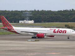15年ほど前によく飛行機の撮影に成田に来ていた時期があるのですが、その頃より飛来機の種類はとても増えていました。その一方小型機材が増えたな、というのもありますが・・・。 タイライオンエア、この会社もLCCです。インドネシアにあるライオンエアのタイ版です。小型機材が増えたに加え、LCCが増えたのも大きな変化ですね。