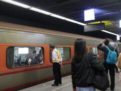 あっという間に高雄駅へ到着。