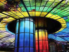 隣の美麗島駅で下車。 世界で2番目に美しい駅と言われているステンドグラスがキレイな駅です。 ピアノの生演奏もあり、気合が入っています。 ステンドグラスは4500枚あり、手作業で貼られたそう。 日本にもこういう駅が出来たらいいですね。