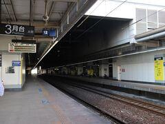 お腹いっぱいになったら半日高雄観光開始!! 美麗島駅からMRTで新左営駅へ移動。 MRTから台鉄のホームへ移動。