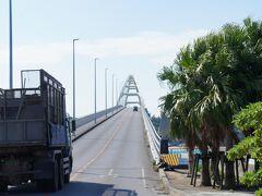 またまた橋で渡る瀬底島