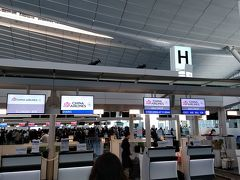 おはようございます。12月29日の羽田空港チャイナエアラインカウンターです。 毎年、年末年始は妻と出国するのですが、今年は妻より1日早い出国となっています。