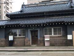 金沢の運転手さんは観光ガイドもしてくれます。  明治40年に建てられた金沢貯蓄銀行 今は石川県有形指定文化財だそうです。