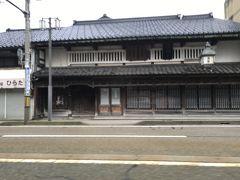 福久屋石黒傳六商店。 嘉永5年の建物で今も現役の薬局で 金沢市指定保存建造物に指定されているそうです。