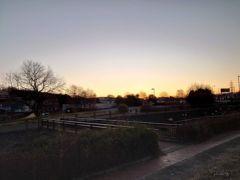 金曜日の夜、道の駅で仮眠をして翌朝。 きれいな朝焼けです(*´▽`*)では、目的地に向けて出発!