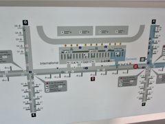 バンコクのスワンナプーム国際空港 (BKK)は大きかったです。