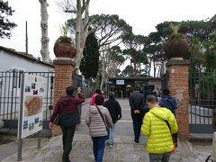9:45 火山灰に埋もれた古代都市ポンペイ、いざ入場  http://pompeiisites.org/wp-content/uploads/Pompeii_JA.pdf