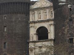 ヌオーヴォ城にも行ってみます
