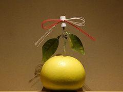 ここからは夕食。 出町の弧玖さんです。  お部屋の飾りは晩白柚かな。