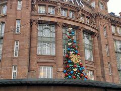 ギャラリーラファイエットがクリスマスツリーの装飾でした。
