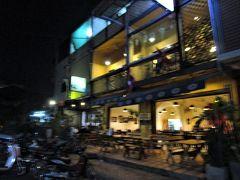 到着早々、ビエンチャン市内のラオス料理店でラオス郷土料理の夕食