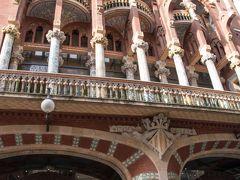 ホテルから歩いて10分位でカタルーニャ音楽堂に到着。  今回の旅は直前までキャンセルする可能性があったので、予約したのは マドリードの王宮とプラド美術館、 バルセロナのサグラダファミリアとグエル公園のみ。 自分にしてはかなり少ない。