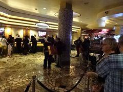 《17:09》JUNさんをフラミンゴまで送り届け、私達はリオへ  4泊目と5泊目は約3年振りの3回目の 「リオ オール スイート ホテル & カジノ(Rio All-Suite Hotel & Casino)」です。