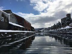 2日目は小樽へ。運河クルーズで例の運河を下から眺めます。