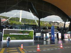 クアラルンプール空港到着。