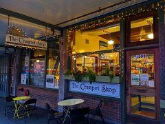 ■2月8日(土)  シアトル3日目の朝です。 朝ごはんは「Pike Place Market」内の「The Crumpet Shop」というお店で。
