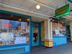 「Metsker Maps」というお店。 地球儀や地図に関するグッズの専門店。 とても楽しいお店です。