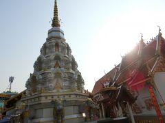 歩いている途中にも、豪華な寺院が当たり前のように建っているのを見かけます。
