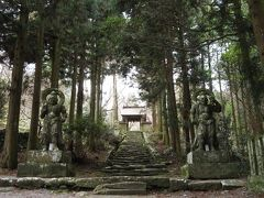 車を走らせること約30分、やってきたのは両子寺(ふたごじ)。お寺の名前は知らずとも、この仁王像を見たことがある人はいるのではないでしょうか。