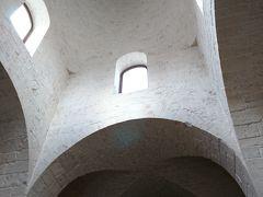 8:50 聖アントニオ教会到着 トゥルッリの技法で建てられ、屋根の高さは18.3メートル