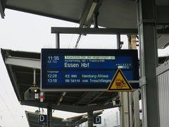 ホテルに預けていた荷物を受け取り、ヴュルツブルク駅に向かいました。 駅でサンドウィッチの昼食を摂っていると、乗る予定のフランクフルト行きのICEが遅れています。 この時もドイツ鉄道のアプリ情報が常に更新されていて便利でした。