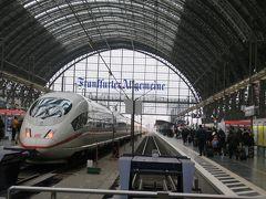 フランクフルト中央駅はさすがに大きな駅で、乗り入れる車両の数や人の多さも今までの駅とは違います。 フランクフルトでの観光予定は無く、お土産などの買い物をするためにSバーンを乗り継ぎハウプトヴァッヘ駅へ向かいました。